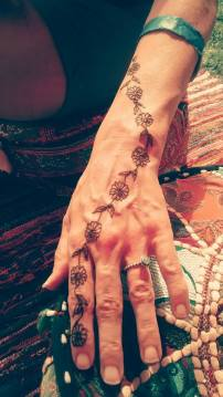 Delicate Hand Henna